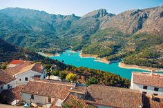 Guadalest, Spain // Plan your perfect Trip on www.exploya.com // #exploya #wanderlust #bucketlist #takemethere #travellife #traveladdict #traveltheworld #travelphotography #travelpics #travelphoto #inspiration #instagood #travelingram #travelgram  #travel #startup #instatravel #travels #traveling #travelling #traveler #traveller  #guadalest #alicante #visitspain #spain #europe #eurotrip #nature #lake