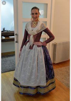 Resultado de imagen de victoria liceras trajes indumentaria valenciana 18th Century Dress, European Dress, Frou Frou, Folk Fashion, Period Costumes, Traditional Fashion, Folk Costume, Victoria, Sari