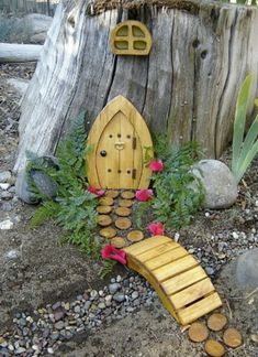 Fairy house on the tree stump in back? Fairy house on the tree stump in back? Fairy Tree Houses, Fairy Garden Houses, Gnome Garden, Fairies Garden, Fairy Gardens, Fairy Doors On Trees, Fairy Garden Doors, Tree Garden, Miniature Gardens