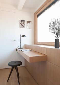 Spanish-German architectural design firm YLAB Arquitectos has sent us their latest project - a mini apartment in Gracia district, Barcelona Custom Made Furniture, Furniture Making, Home Furniture, Furniture Design, Hidden Desk, Built In Desk, Foldable Table, Interior Minimalista, Minimalist Apartment