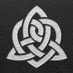This is the one I want!!!!!!!!                          Celtic eternal love... Tattoo idea