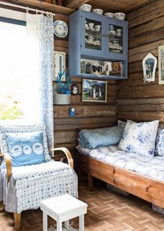 The Little Hermitage Shabby Chic Cottage, Shabby Chic Decor, Knotty Pine Decor, Swedish Decor, Tiny House Cabin, Vintage Bathrooms, Easy Home Decor, Color Azul, Furniture Design