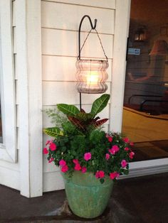 Shade Planter accented with citronella candle! Perfect for a patio! Shade Planter accented with citr Garden Yard Ideas, Garden Crafts, Lawn And Garden, Garden Projects, Garden Art, Garden Design, Outdoor Landscaping, Front Yard Landscaping, Outdoor Gardens