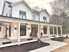 White Farmhouse Exterior, Farmhouse Plans, Farmhouse Homes, Country Homes, Country Farmhouse, Dream Home Design, My Dream Home, House Design, Dream Homes