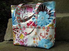 Loulouthi Tote with Laminated Fabric - made by @Jessica, pattern by @Anna Graham! :)