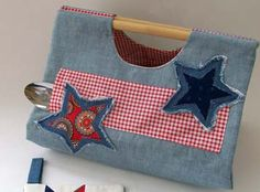 Denim and fabric casserole tote tutorial -- with denim Applique Stars and pocket for serving spoon