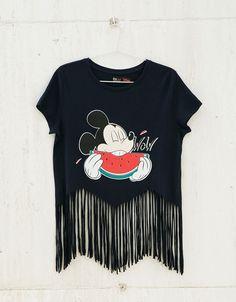T-shirt BSK Mickey melancia e tiras. Descubra esta e muitas outras roupas na Bershka com novos artigos cada semana