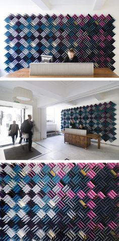 Mur acoustique confectionné à partir de 780 morceaux de mousse acoustique. #mur #acoustique #design #intérieur