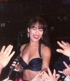 Selena Quintanilla Perez, Divas, Selena Mexican, Selena And Chris, Selena Pictures, Religion, Hip Hop And R&b, Film Aesthetic, Queen