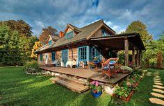 Dom Kasi Miller w Kazimierzu jest jak bajkowa chata otoczona bujną zielenią.