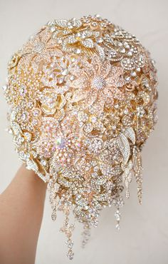 Cascading Brooch bouquet. Gold vintage wedding by Broachbouquet