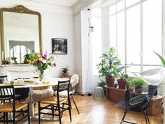 """7 French Interior Design Rules To Live By For An """"Effortlessly"""" Chic Lifestyle Consider the French Lifestyle French Style Homes, French Country Style, H & M Home, French Interior Design, French Lifestyle, Rococo Style, The Design Files, French Decor, Elle Decor"""