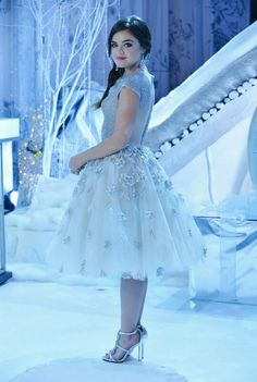 Pretty Little Liars - Aria Behind the scenes #PLL Christmas Special