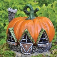 A perfect piece to start up a miniature autumn or Halloween fairy garden, presenting a warm, cozy feel. This fairy pumpkin house will raise the spirits of fairies and have them excited for the autumn season. Halloween Fairy, Halloween House, Halloween Themes, Pumpkin House, Fairy Village, Gnome Village, Scary Pumpkin, Pumpkin Art, Painted Gourds