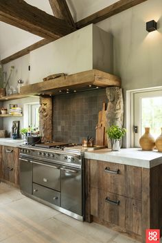 Dream kitchen 😍 Furniture handle PMAF and Pure Tiles in Raw Metal (Pure Collection) Realisation by Restyle XL ⚒️ Farmhouse Style Kitchen, Modern Farmhouse Kitchens, Home Kitchens, Furniture Handles, Kitchen Furniture, Wooden Kitchen, Rustic Kitchen, Recycled Wood Furniture, Custom Kitchens