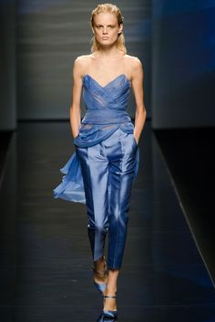 Alberta Ferretti Spring 2013 Ready-to-Wear Fashion Show - Daria Strokous