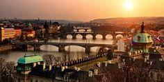 Vista de los Puentes sobre el Moldava de la ciudad de Praga, República Checa.