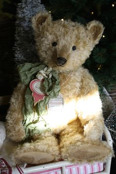 Hug Me Again Collectibles - A big Hug Me Again collectible Teddy bear! Traditional style.