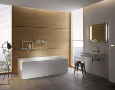SILHOUETTE BADEWANNEN  Die Eleganz der freistehenden Modelle adaptiert auf eine Badewanne mit dreiseitiger, fugenloser Verkleidung. Der verbreiterte Rand bietet zusätzliche Ablagefläche und ermöglicht auf Wunsch eine individuelle Armaturenpositionierung.