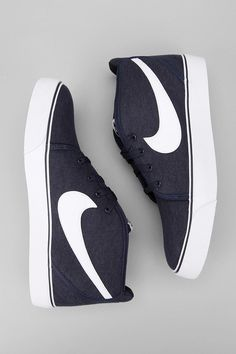 Nike Canvas Toki Mid Sneaker