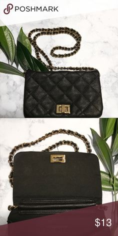 Forever 21 crossbody bag Black quilted faux leather crossbody bag. Forever 21 Bags Crossbody Bags