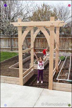 Vegetable Garden Arbor DIY garden pergola Build an Elevated Planter Box (and save your back! Garden Arbor, Garden Trellis, Garden Entrance, Garden Archway, Garden Landscaping, Diy Trellis, Landscaping Ideas, Trellis Ideas, Landscaping Software