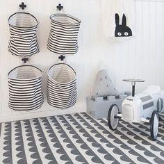 """Interiør - Nettbutikk on Instagram: """"Hold orden på barnerommet med de geniale oppbevaringskurvene fra House Doctor, kan henges på veggen eller stå på gulvet. Koster 99,- pr. stk. Finnes også i større som kan stå på gulvet. Perfekte også i gangen eller på vaskerommet. Credit: @minellson """""""