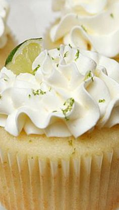 love the frosting look too Fancy Cupcakes, Yummy Cupcakes, Cupcake Cookies, Amazing Cupcakes, Party Desserts, Party Cakes, Just Desserts, Margarita Cupcakes, Candy Recipes