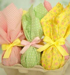 Easy and stylish way to wrap (chocolate) Easter eggs // Egyszerű és ízléses húsvéti (csoki) tojás csomagolás // Mindy - craft tutorial collection // #crafts #DIY #craftTutorial #tutorial #easter #easterCrafts #DIYEaster