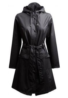 Afbeelding van http://www.regenpakhuis.nl/regenkleding-img/rains-curve-jacket-zwart-29844296b.jpg.