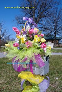Easter Mailbox Decor, lovin this, will have to take it down a notch but a smaller version, don't want to upset the mailman but wow