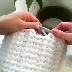 Aprenda a Turbinar Sua Renda Financeira Fazendo Crochê! korb textilgarn Aprenda a Turbinar Sua Renda Financeira Fazendo Crochê! Crochet Geek, Crochet Home, Learn To Crochet, Crochet Crafts, Crochet Projects, Free Crochet, Knit Crochet, Crochet Basket Pattern, Crochet Stitches Patterns