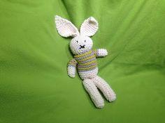 How to Loom Knit a Stuffed Bunny Toy (DIY Tutorial) (diy crochet toys video tutorials) Spool Knitting, Loom Knitting Projects, Loom Knitting Patterns, Knitting Videos, Yarn Projects, Knitting Stitches, Diy Crochet Toys, Crochet Rope, Loom Animals