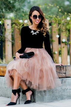 40 Feminime Look Black Tulle Skirt Outfits Ideas 40 Feminime Look Black Tulle Skirt Outfits IdeasWe love how people combined colorfull tulle skirt with tee,stripped top ,jacket, even a blou Black Tulle Skirt Outfit, Pink Tulle Skirt, Black Tulle Skirts, Tulle Skirt Outfits, Dress Black, Nude Skirt, Looks Chic, Looks Style, Twirl Skirt