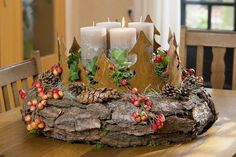 Adventsdekoration: Mit Rinde und Rost … Advent decoration: with bark and rust Christmas Advent Wreath, Christmas Candle Decorations, Christmas Home, Christmas Crafts, Xmas, Rustic Crafts, Decoration Design, Diy Garden Decor, All Things Christmas