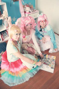 I see pics of this photoshoot everywhere and I <3 it. Fairy kei/decora