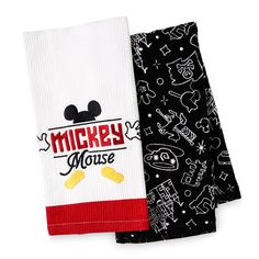 Add a little fun to your kitchen collection with this charming Mickey Mouse Towel Set that is part of the ''I Am Mickey Mouse'' Collection. Mickey Y Minnie, Mickey Mouse Club, Mickey Ears, Disney Mickey Mouse, Mickey Mouse Kitchen, Disney Kitchen, Kitchen Dishes, Kitchen Towels, Kitchen Things