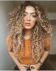 Fantastic Pic Natural Curly Hair afro Thoughts This is a wide-spread real truth: women with adhere right wild hair wish fluorescent hair, and ladi Medium Hair Styles, Curly Hair Styles, Natural Hair Styles, Medium Curly, Long Curly, Updo Curly, Colored Curly Hair, Blonde Curly Hair Natural, Ombre Curly Hair