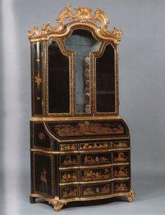 Lacquer Bureau-Cabinet Roman. Circa 1750.