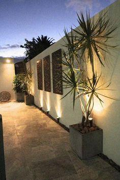 Small Backyard Gardens, Backyard Patio Designs, Patio Ideas, Outdoor Garden Lighting, Landscape Lighting, Outdoor Wall Art, Outdoor Walls, Minimalist Garden, Fence Design