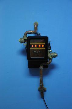 """Stuffle Das Mal: """"Eine neue Nixie Wanduhr im Steampunk Design mit Kupfer- und Rotgusselementen. Alles massiv, alles Handarbeit. Funktioniert einwandfrei."""""""