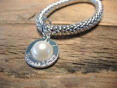 Bracelet pearl Buy now at www.trendsandstyle.nl