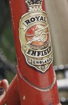 Great Headbadge from a classic Royal Enfield Royal Enfield Bullet, Honda Metropolitan, Badge, Enfield Classic, Enfield Motorcycle, Classic Motors, Classic Cars, Old Bikes, Vintage Bicycles
