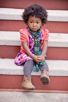 I really can't get enough of this li'l naturalista! I have to find her to get her a #naturallysweet baby tee soon!