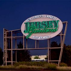 New Jersey Malls Near NYC | Jersey Garden Outlet Mall - New York Video City Guide Listing ...