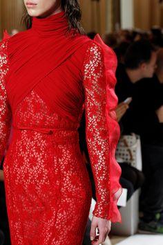 See detail photos for Giambattista Valli Fall 2017 Ready-to-Wear collection.