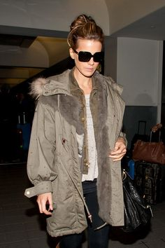 Kate Beckinsale Photos - NO GERMANY / SWITZERLAND.Kate Beckinsale prepares to depart LAX (Los Angeles International Airport) wearing a long rain coat. - Kate Beckinsale at LAX