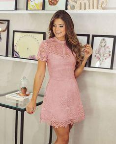 {Linha Festa} @arianecanovas com o nosso vestido de renda romântico, lindo!  @cocktaildress #renda #verao #rosa #donnaritz #summer