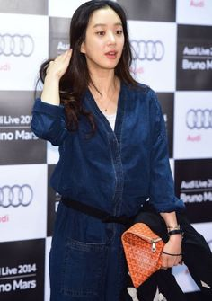 정려원 Jung Ryeo Won, Autumn Fashion, Women's Fashion, Korean Fashion, How To Look Better, Drama, Ruffle Blouse, Celebs, Asian