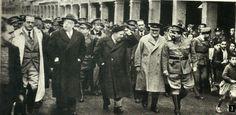 Spain - 1937. - GC - Azaña visita Alcalá, su lugar de nacimiento, en noviembre de 1937 Juan Negrín, Manuel Azaña, Indalecio Prieto, José Miaja y El Campesino